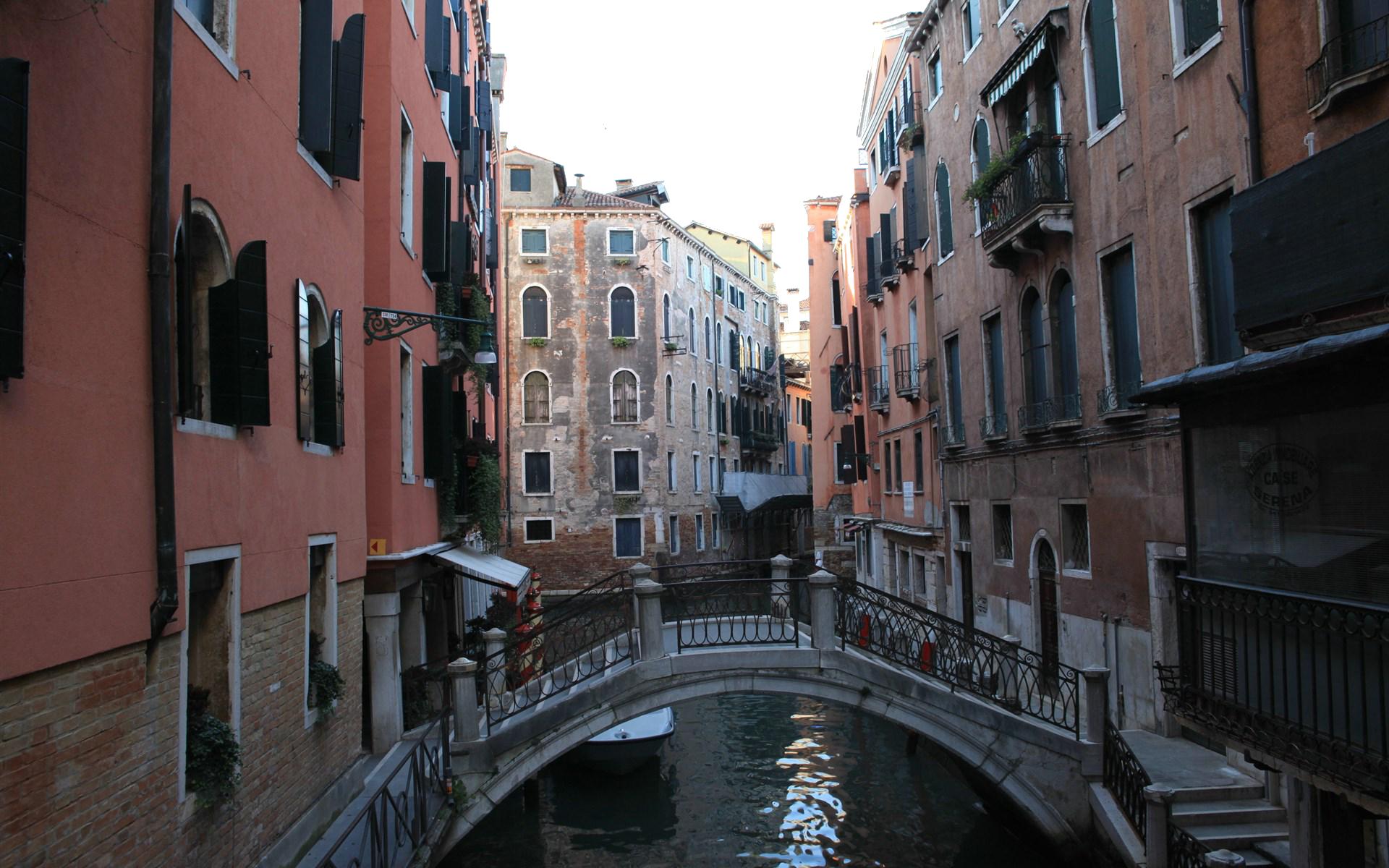 Venetian style walk